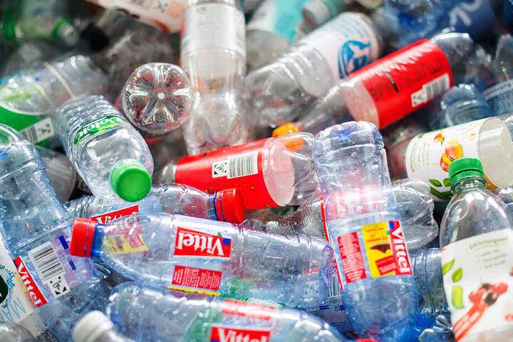 Svenja Schulze (SPD) stellt bereits 2015 ihren Fünf-Punkte-Plan für weniger Plastik und mehr Recycling vor.