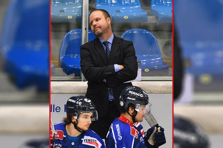 Das Gesicht sprach wieder mal Bände. Eislöwen-Coach Bradley Gratton war sauer.