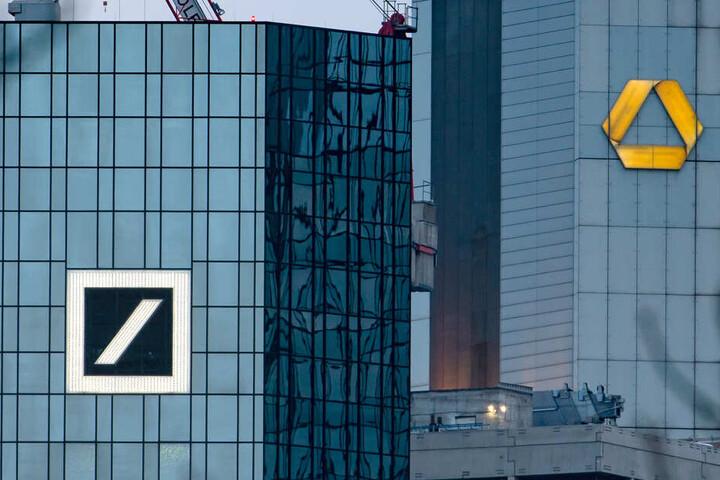 Die Zentralen von Deutsche Bank (l) und Commerzbank in Frankfurt am Main. (Archivbild)