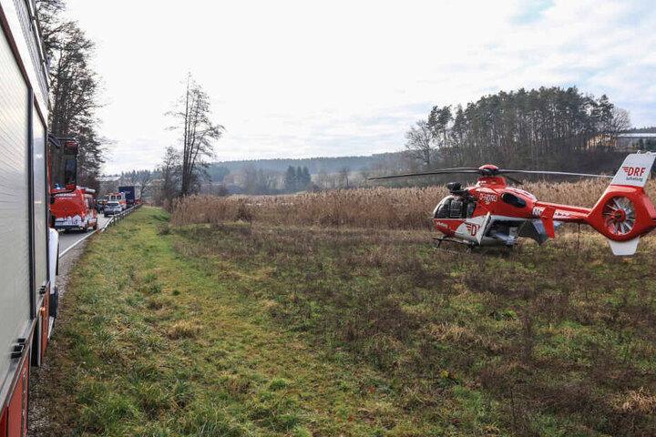 Der Audi-Fahrer wurde mit einem Rettungshubschrauber in ein Krankenhaus geflogen.