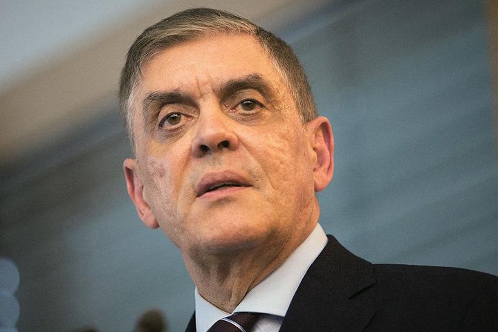 Romani Rose, Vorsitzender des Zentralrats der Sinti und Roma, warnt vor pauschalen Diffamierungen, die Auslöser von Gewalt werden könnten.