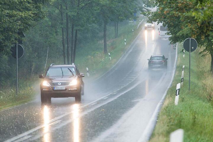 Starkregen am Samstagvormittag auf der B 95 kurz vor Annaberg.