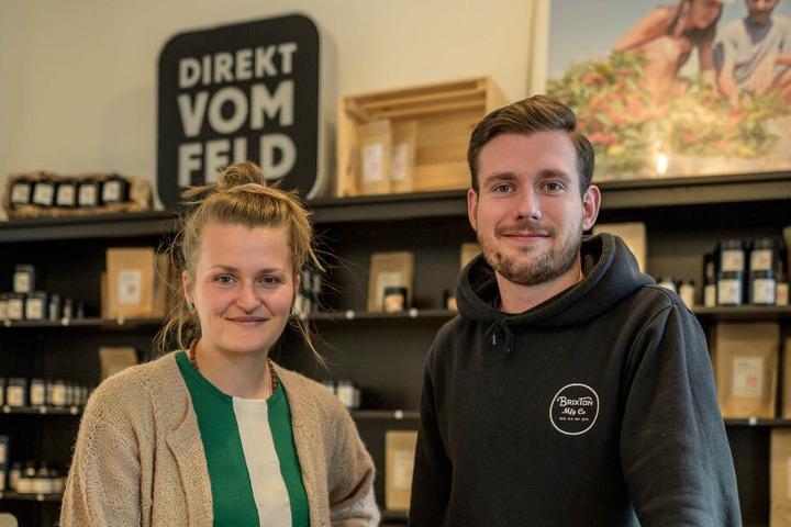 """Teil des jungen Start-Up-Brühls: Theresa Mende (28) und Daniel Göpfert (26) von der Gewürzmanufaktur """"Direkt vom Feld""""."""