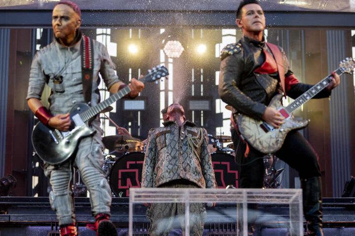 Neben der Auftaktshow zu ihrer Tour am 29. Mai sollen Rammstein am 30. Mai ein Zusatzkonzert in der Red-Bull-Arena geben.