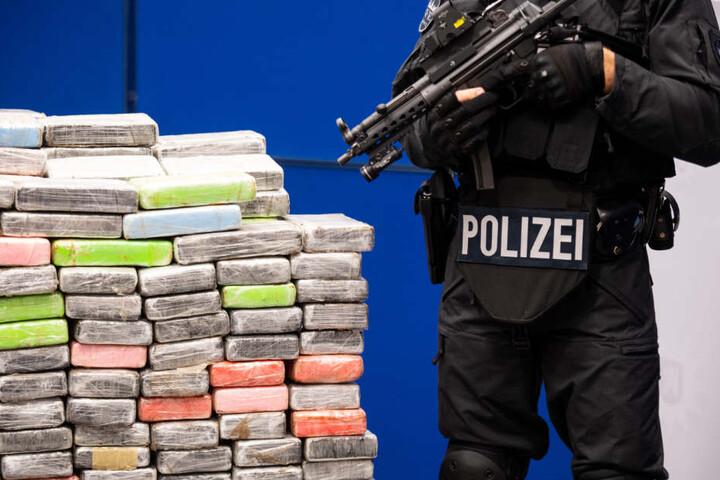 Die Beamten stellten mehrere Kilo Rauschgift sicher. (Symbolbild)