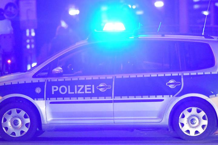 Die Polizisten begleiteten den 23-Jährigen in dessen WG-Zimmer (Symbolbild).