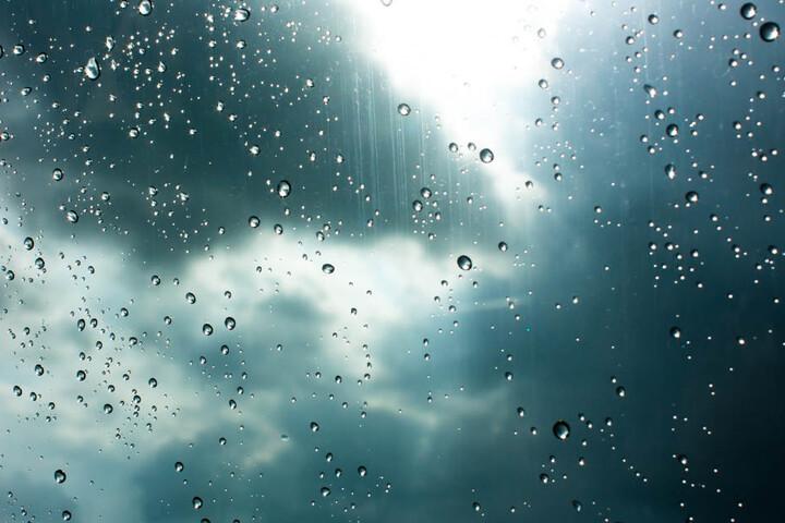 Eine schwere Wolkendecke hängt kommende Woche über Ostwestfalen-Lippe.