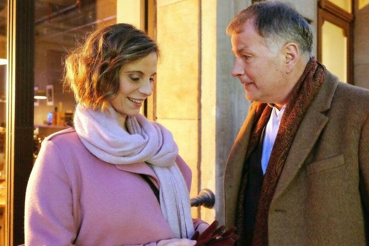 Klinikleiter Dr. Roland Heilmann findet seine Straßenbahn-Bekanntschaft Katja Brückner wieder. Er lädt sie zu einem Essen ein, doch da läuft nicht alles glatt.