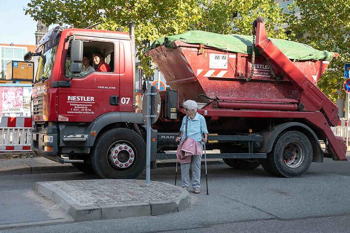 Vor allem Senioren haben Schwierigkeiten, schnell über die Marienstraße (Innenstadt) zu kommen.