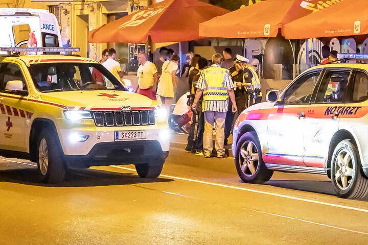 Ein bislang unbekannter Täter hat in Salzburg einen Mann erschossen und dessen Sohn verletzt.