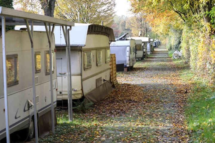 Zwei Wohnwagen wurden von der Polizei beschlagnahmt.