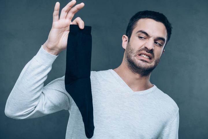 Die meisten Menschen ekeln sich eher vor ihren verschwitzten Socken. Ein Mann aus China war süchtig danach.