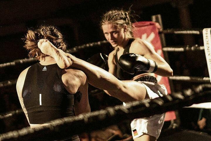 Bei Vollkontakt-Kämpfen darf Josy (r.) oberhalb der Gürtellinie zuschlagen.