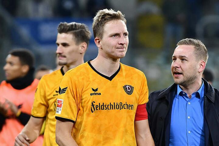 Dynamo-Kapitän Marco Hartmann (l.) hatte nach dem Spiel viel zu sagen - und nahm sich deshalb Pressesprecher Henry Buschmann an seine Seite.