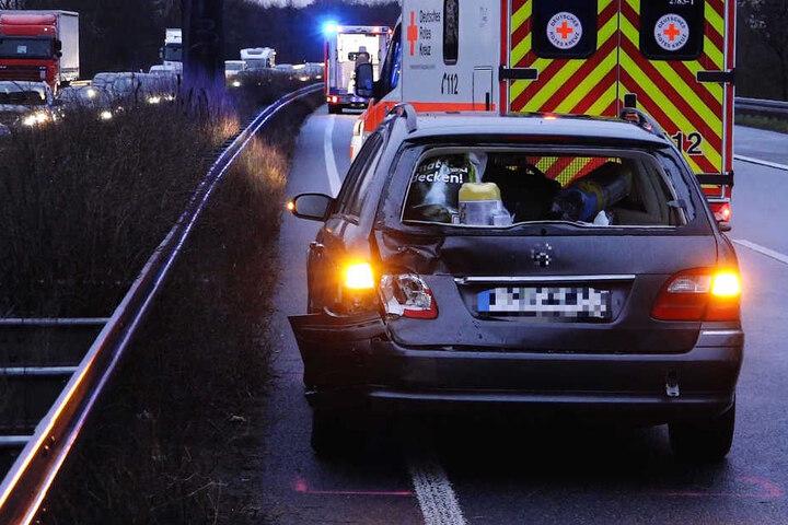 Das Foto zeigt den Mercedes, der an dem Unfall beteiligt war.
