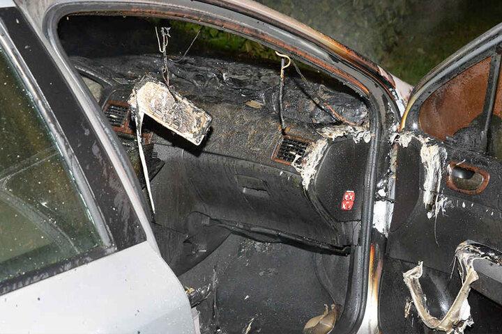 Auch der Innenraum der Auto wurde komplett zerstört.