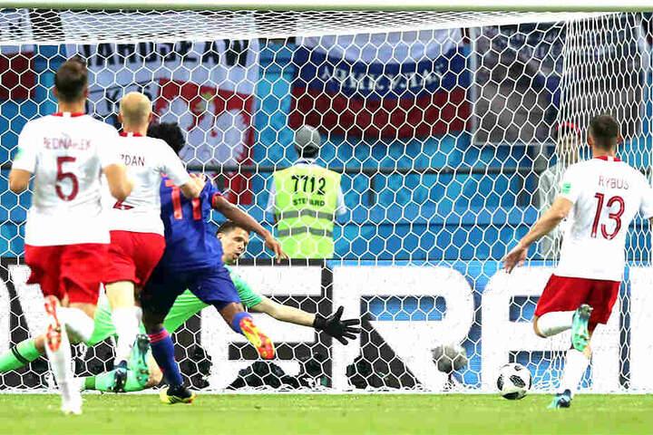 Polen ohne Chance. Hier trifft Kolumbiens Ju. Cuadrado zum 3:0.