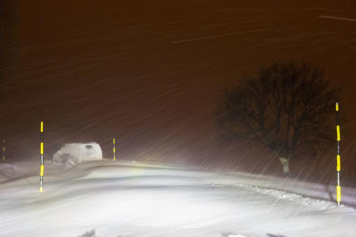 Auf der Umgehungsstraße in Jahnsdorf blieb ein Fahrer mit seinem Wagen stecken.