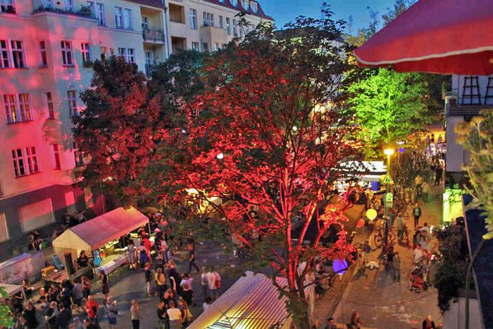 In der Dunckerstraße steppt bis in die späten Abendstunden der Berliner Bär.