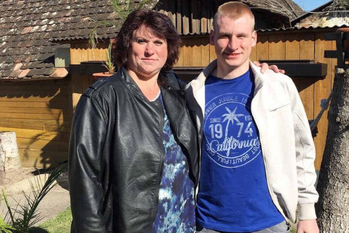 Er ist der Jungspund in der Runde: Der erst 20-jährige Sven mit seiner Mutter Isabella.