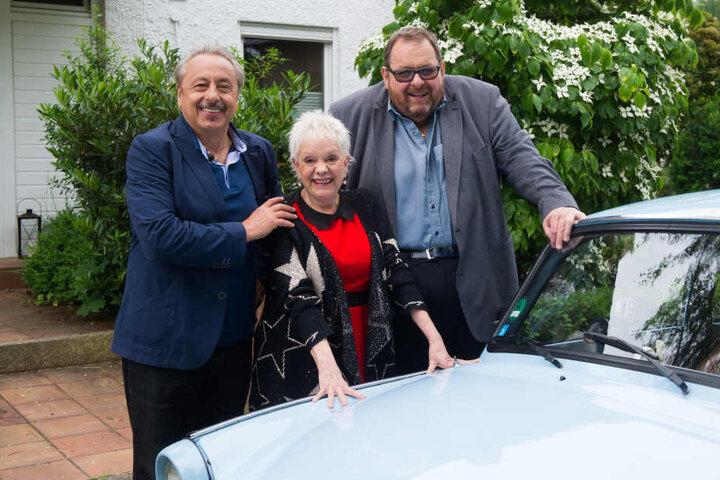 """Fischer (rechts) zusammen mit Wolfgang Stumph und Billie Zöckler (†70) bei einem Fototermin zur TV-Doku """"Go Trabbi Go Forever""""."""