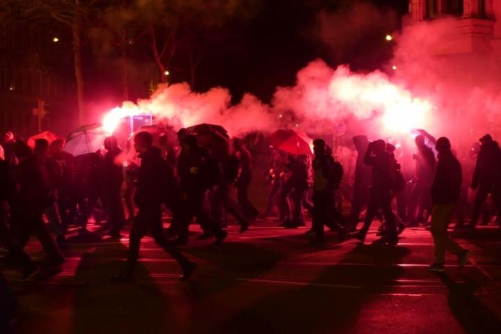 Gegen 18.30 Uhr erreichte der Demozug mit weit mehr als 500 Teilnehmern die Karl-Liebknecht-Straße.