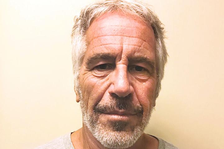Jeffrey Epstein (†66) soll jahrelang junge Frauen zum Sex mit anderen Männern gezwungen haben.
