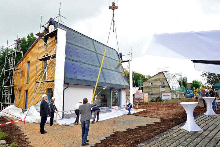 Ein Energiesparhaus in Rabenstein: Es soll seinen Bedarf an Energie mittels  Solarzellen selbst decken.