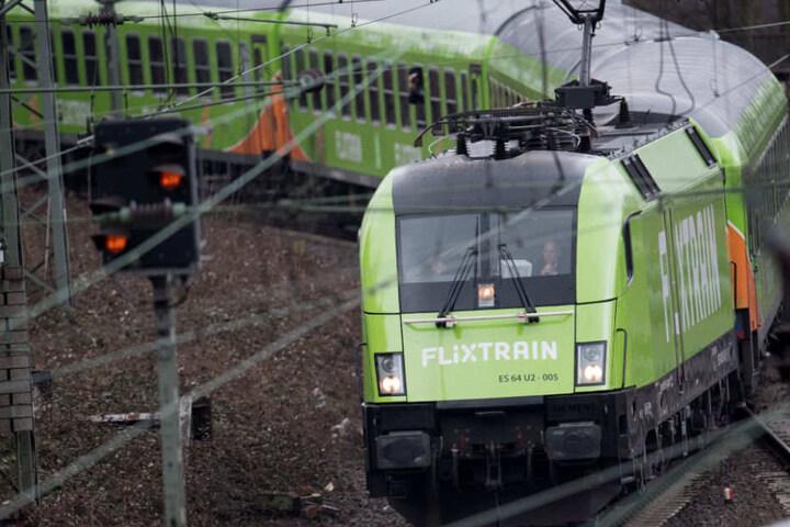 Im typischen Flixbus-Grün fährt der FlixTrain quer durch Deutschland.