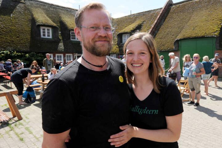 Holger Spreer und Nele Wree leben seit einigen Jahren auf der Hallig Süderoog. Ab und zu kommen Wattwanderer zu Besuch. (Archivfoto)