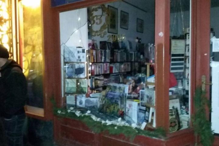 Dutzende Läden wurden in Connewitz im Januar 2016 angegriffen und deren Scheiben eingeworfen.
