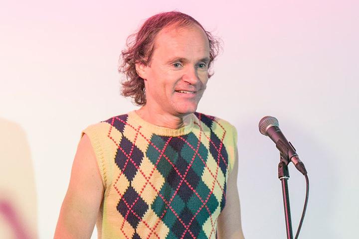 Er hat schon einen Salzburger Stier und ein Bambi - erweitert Comedian Olaf  Schubert (48) seinen Preis-Zoo bald um eine Henne?