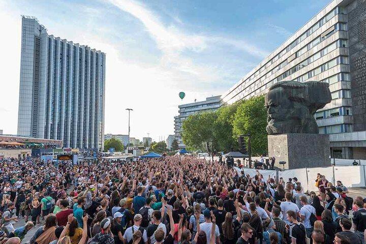 Zehntausende feierten bei Kosmos: Für Anja Stein ein erfolgreiches Großprojekt.