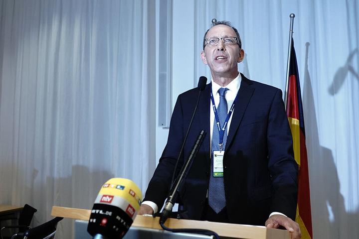 Am Wahlabend sind alle Augen auf AfD-Chef Jörg Urban gerichtet.