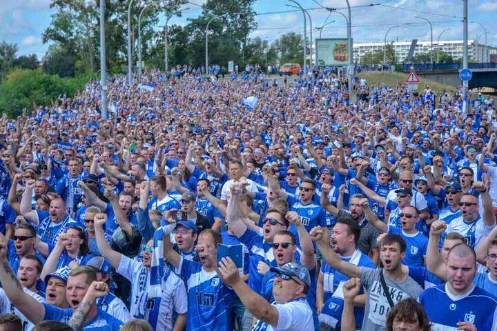 Tausende FCM-Fans zogen vor der Zweitliga-Premiere gegen St. Pauli durch Magdeburg.