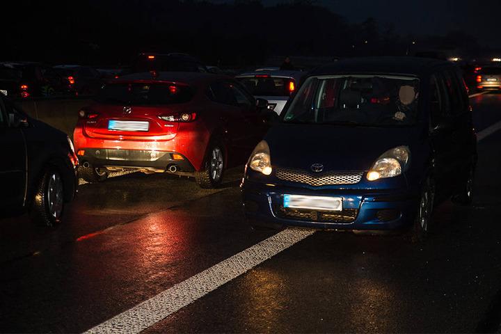 Die Auffahrt von der A2 auf die A33 wurde vol gesperrt. Manche Autofahrer nutzten die Rettungsgasse, um zu drehen und sich an Rettungsfahrzeugen vorbeizudrängeln.