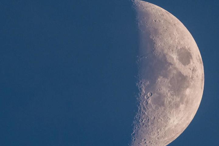Drücken wir die Daumen, dass das Wetter die abendliche Mondbeobachtung zulässt.