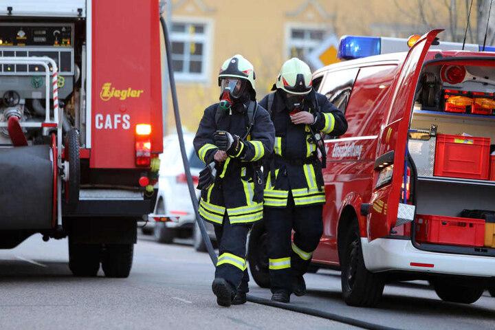 Neben der Feuerwehr waren auch die Polizei, das DRK und der Gasversorger vor Ort.