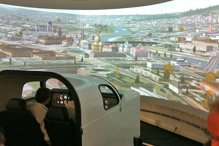 Oder Ihr testet Eure Flugkünste im Simulator.