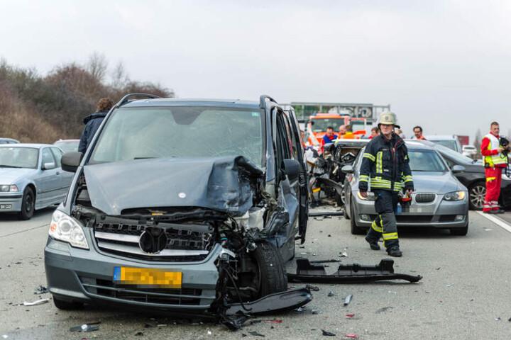 Gleich fünf Autos waren an dem Unfall beteiligt.