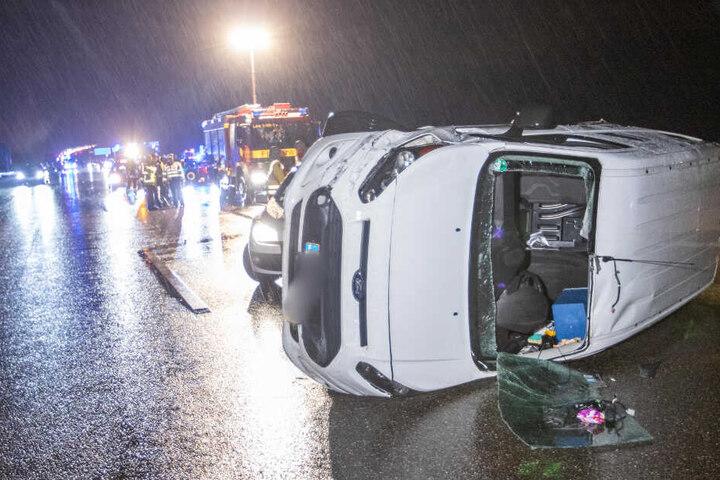 Fahrer verlor die Kontrolle und der Wagen mit Gefahrgut kippte um.