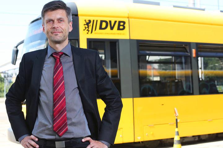 DVB-Vorstand Lars Seiffert (47) ist besorgt über den regelmäßigen  Alkoholkonsum in Bussen und Bahnen.