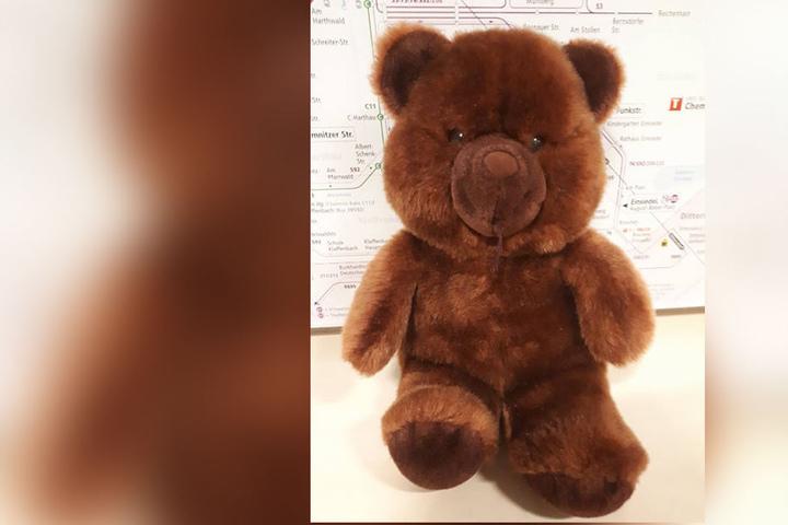 Dieser Teddy wurde Ende Oktober in einem bus in Chemnitz vergessen. Bisher hat sich noch kein Besitzer gemeldet.
