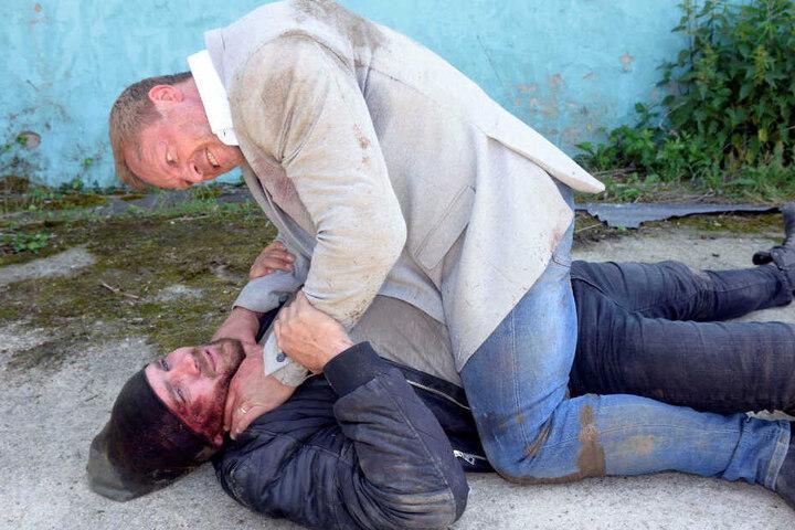 Zwischen Erik und Jan entwickelt sich ein dramatischer Kampf.