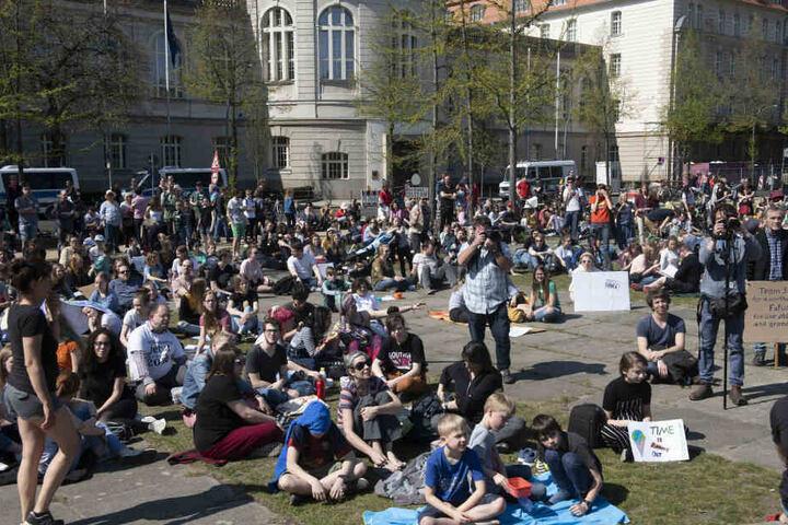 Rund 500 Teilnehmer nahmen an dem Picknick-Protest teil.