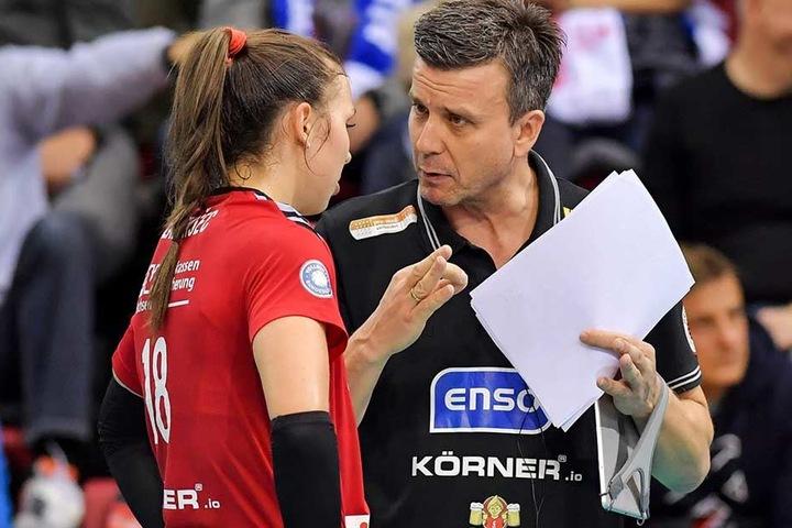 DSC-Coach Alexander Waibl bespricht sich mit Sasa Planinsec. Haben bei die Taktik, um Stuttgart heute zu knacken?