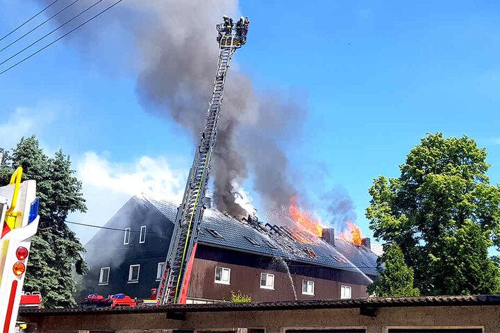 Im Dachstuhl hatte sich das Feuer entzündet.
