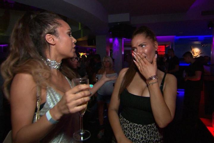 Yvonne (r.) und Angie kämpfen um den Werbedeal im Leipziger Club L1.