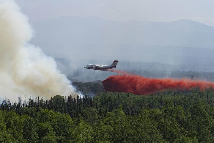 Vor wenigen Tagen musste bereits ein Conair Flugzeit eingesetzt werden, um feuerhemmendes Mittel auf ein Lauffeuer in der Nähe des Montana Creek zu löschen.