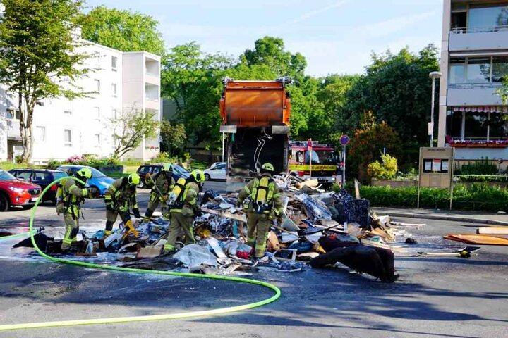 Durch das schnelle Handeln konnte ein Abfackeln des Müllwagens verhindert werden.